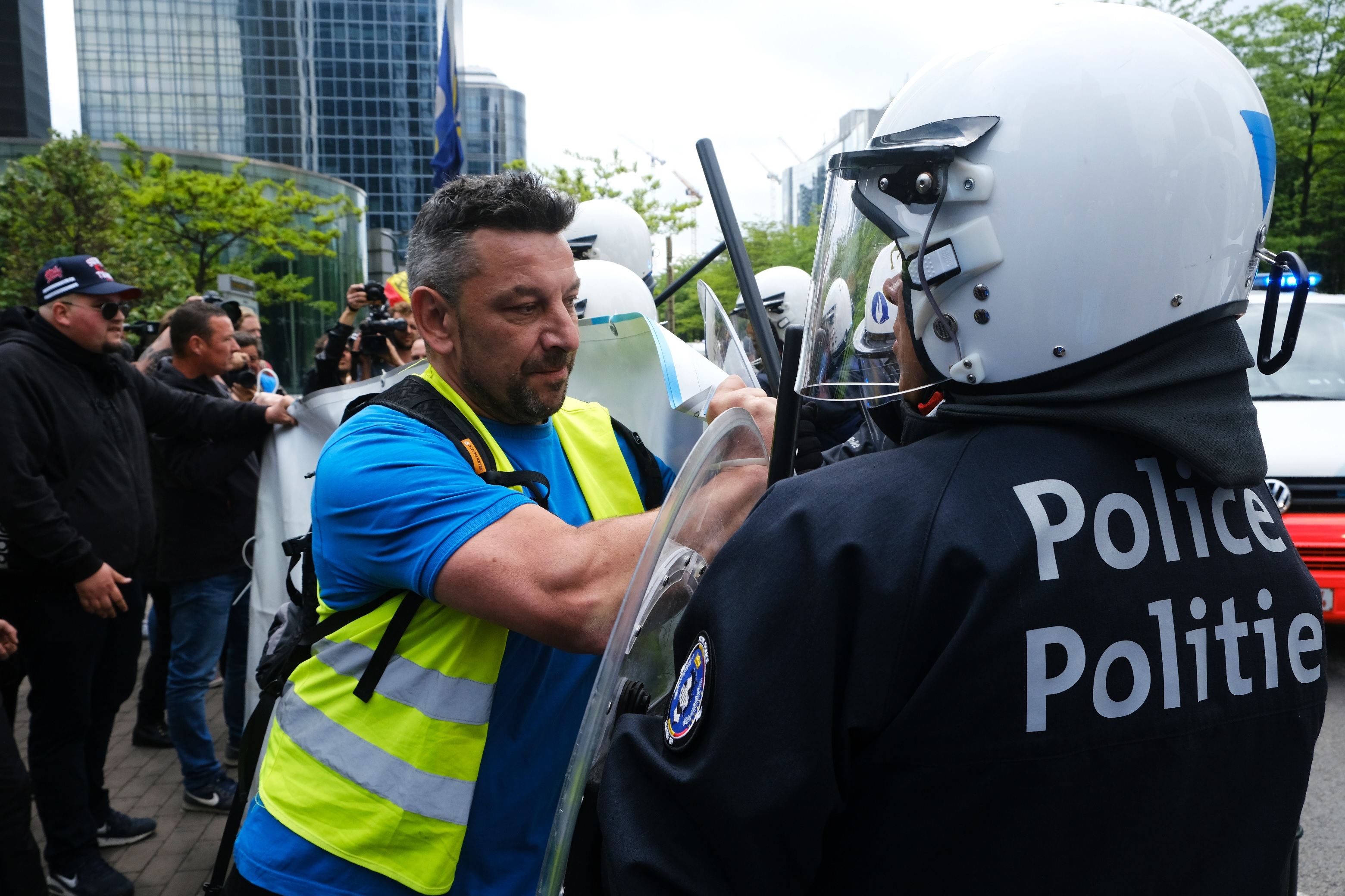 Opnieuw een politieambtenaar slachtoffer van een laffe daad! Waar blijft het concreet initiatief van onze politici?